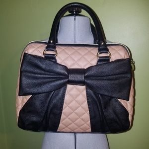 NWOT Betsey Johnson Black/Tan Diamond Quilted Bow